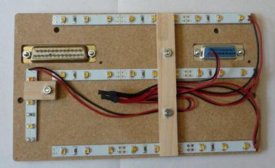 En face arrière du panel, les led du rétroéclairage et la connectique