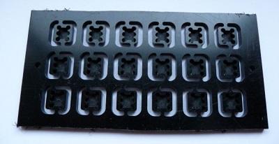 Usinage verso des capuchons pour les boutons poussoirs