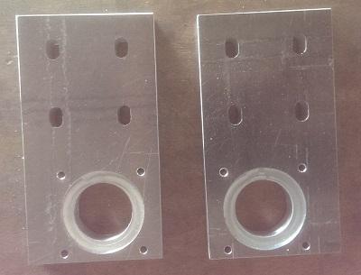 Les platines de fixation des moteurs de l'axe des X
